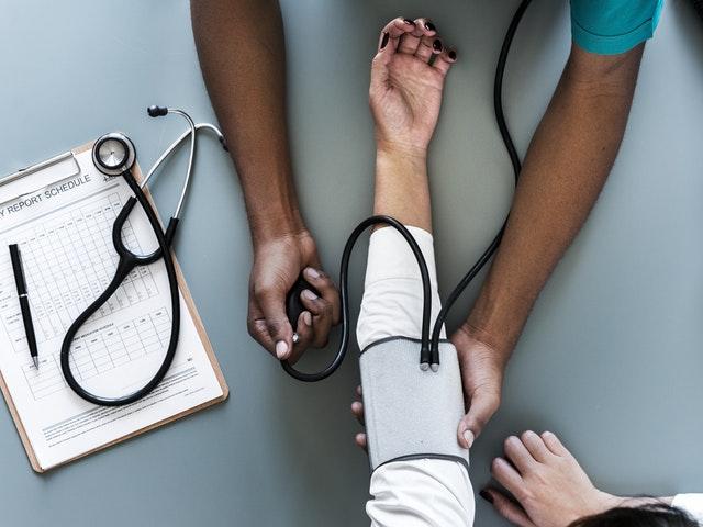 Blodtryck tas hos läkaren